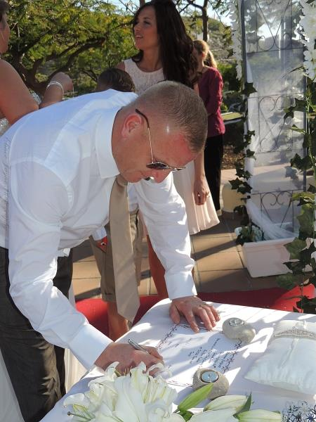 The Groom signinging the certificate