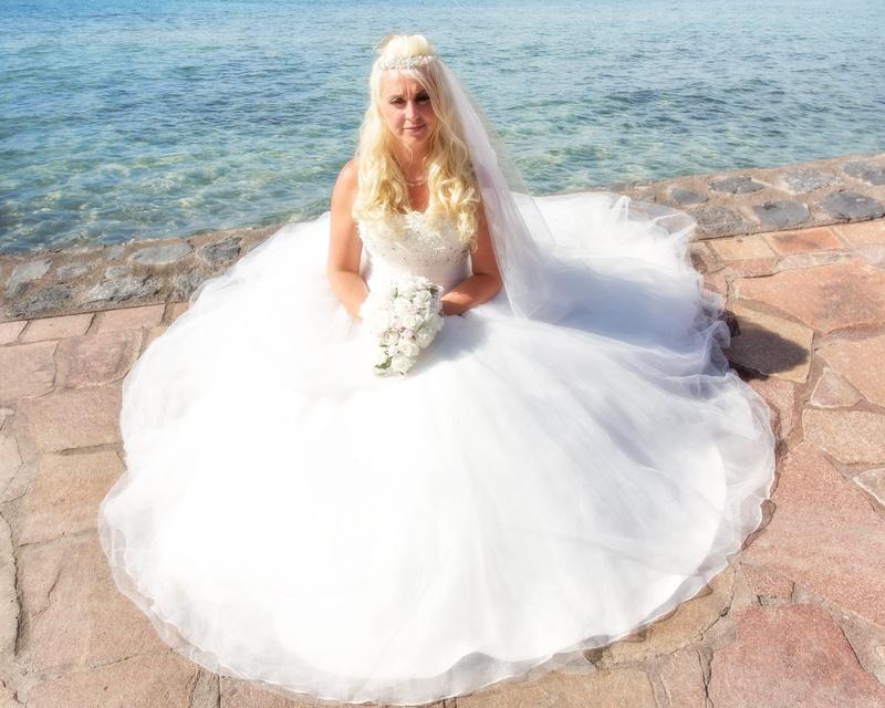 The stunnig bride